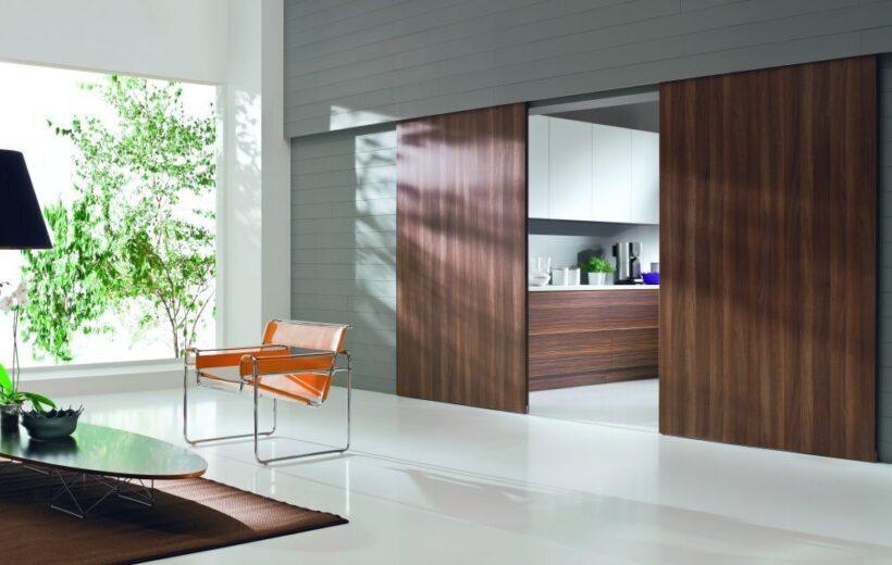 Jak zbudowane są drzwi przesuwne do szafy?