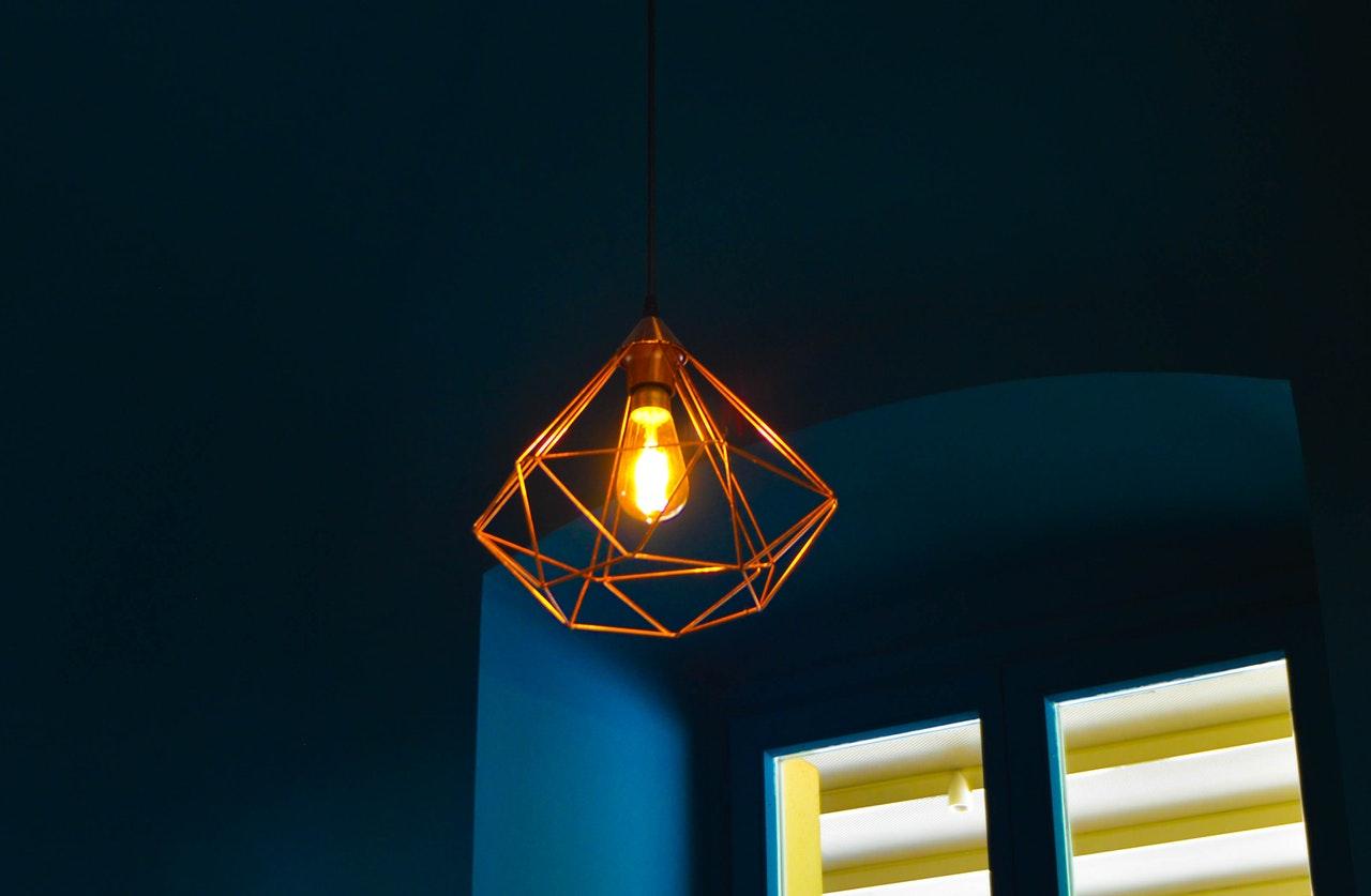 Lampy sufitowe – inspiracje i najnowsze trendy